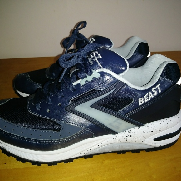 a4be7b0e7c8 Brooks Other - Brooks Beast Running Trainers 8 D- M  Mens